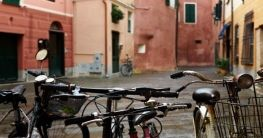 Der Fahrradweg auf der Küstenbahnstrecke in Ligurien